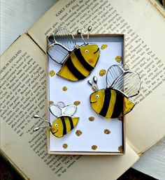 Stained Glass Bee Family £18.50