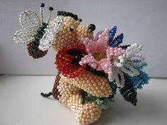Собачка с букетиком | biser.info - всё о бисере и бисерном творчестве