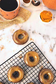 Maple Glazed Pumpkin Spice Coconut Flour Donuts // @tastyyummies // www.tasty-yummies.com
