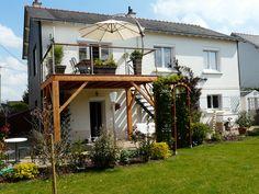 Terrasse bois suspendue avec garde-corps inox