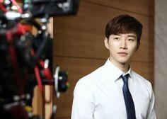 2PMのJUNHOが、メンバーのチャンソンと同時間帯のドラマに出演することについて、自身の考えを明らかにした。