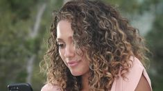 If you have naturally curly hair that's out of control. Types Of Curls, Curl Types, Natural Looking Curls, Hair Scalp, Healthy Hair, Naturally Curly, Curly Hair Styles, Cool Hairstyles, Conditioner