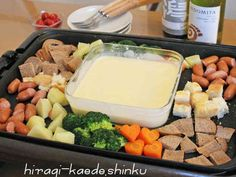 ホットプレートdeチーズフォンデュ Cheese Fondue on a Griddle Fondue, I Love Food, Good Food, Yummy Food, Cooking Cheese, Food Porn, Cooking Instructions, Daily Meals, Snack