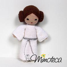 Que a força esteja com você!! #starwars #princesaleia  #mimoteca #emoçãoemarte #feitocomamor =============================== #amigurumi #designercrochet #boneca #festainfantil #decor #bonecadecrochet #mimos #presentes #props #feitoamao #personalizados #partykids #casamento #maternidade #crochet #handmade #instapartybloggers Contato e orçamento:  Site: www.mimoteca.com.br e-mail: mariana@mimoteca.com.br Face: MarianaTorresFreire by marianamimoteca