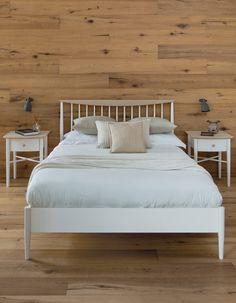 Elise Bedroom range: double size slat bed, 2 bedside chest 1 drawer / Elise Bedroom kolekcija: dvigulė lova, 2 spintelės prie lovos su stalčiumi.