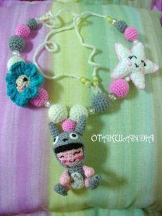 Collar Lactancia Totoro Nena diseñado y realizado a mano en Otakulandia con lanas de primera calidad especiales para los más pequeñitos de la casa... Será un regalo ideal para la mamá y el peque!!