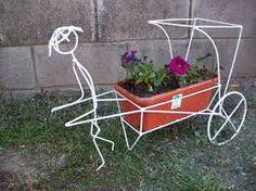 Resultado de imagen para portamacetas de hierro Welding Art, Welding Projects, Projects To Try, Garden Crafts, Garden Art, Wire Crafts, Diy And Crafts, Art Fer, Indoor Water Garden