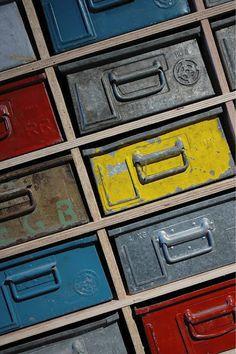 La Favola Incantata® di Ieva Raffaella: Complementi industriali a tinte vivaci