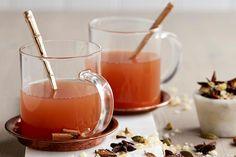 Herlig gløgg med økologisk eplemost | Coop Mega Panna Cotta, Alcoholic Drinks, Ethnic Recipes, Food, Alternative, Dulce De Leche, Essen, Liquor Drinks, Meals