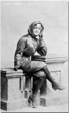 Photo of Harriet Quimby (May 1875 – July for fans of Celebrities who died young. an early American aviator and a movie screenwriter. Early American, American Civil War, American Women, American History, Bark At The Moon, Celebrities Who Died, Female Pilot, Tough Girl, Women In History