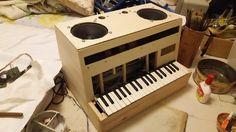自作楽器研究所|Homemade Instruments: いよいよプリミティブなやばい感じが出てきた|自作電子ピアノの組み立て