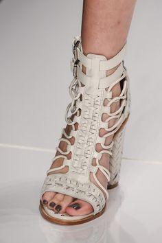 A rapariga dos Sapatos: COLCCI