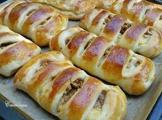 Jablkovo-pudingové koláče (fotorecept) - My site Strudel, Ciabatta, Food Lists, Hot Dog Buns, Apple Pie, Nutella, Sweet Recipes, Sausage, Food And Drink
