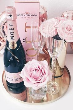 Moet & Chandon and pink roses Champagne Birthday, Champagne Party, Pink Champagne, Moet Chandon, 21st Birthday, Birthday Parties, Blue Drinks, Baby Shower Gender Reveal, Party Planning
