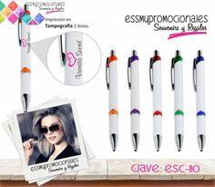 Bolígrafo plástico en color blanco con accesorios en colores traslúcidos. Tamaño: 13x1 cm  Impresión Incluida. #Promocionales #Regalos #EssmyPromocionales #BolígrafosPersonalizados