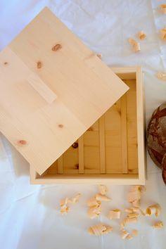Aus Zirbenholz Handgefertigt Duftend und antibakteriell Inkl. Gitter im Innenbereich, damit das Gebäck nicht direkt am Boden aufliegt Hält das Brot länger schimmelfrei Bread Bin, Lattices, Handmade, Boden