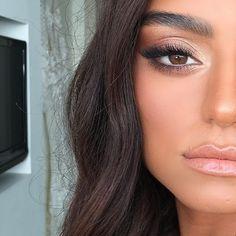 Make-up application, eye shadow, highlighter on fleek, primer, miss . - braut make up - Make up augen Makeup Inspo, Makeup Inspiration, Makeup Tips, Makeup Ideas, Makeup Trends, Makeup Tutorials, Makeup Geek, Beauty Make-up, Beauty Hacks
