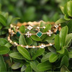 Plain Gold Bangles, Solid Gold Bangle, Gold Bangles Design, Diamond Bangle, Diamond Jewellery, Jewelry Design Earrings, Gems Jewelry, Jewelery, India Jewelry