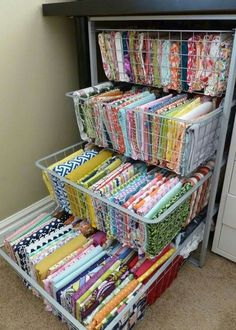 ~ Great fabric organization idea for craft room organizadores p pouco espaço this and more pins @ https://www.pinterest.com/PinsByBecky/