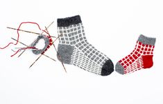 Kotilieden Kummikerhon villasukat Knitting Socks, Slippers, Knits, Fashion, Knit Socks, Moda, Fashion Styles, Slipper, Fasion