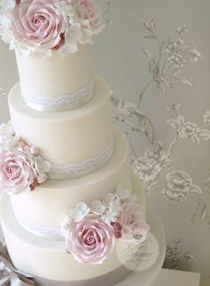 Pink and grey wedding cake | par The Designer Cake Company