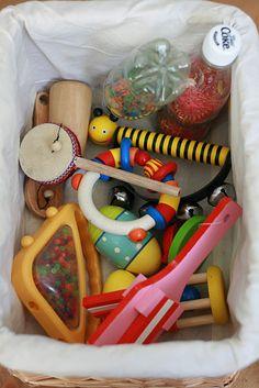 The Imagination Tree: Heuristic Play- Treasure Baskets: noisy basket Baby Sensory, Sensory Activities, Infant Activities, Sensory Play, Sensory Bins, Activities For Kids, Baby Treasure Basket, Treasure Boxes, Toddler Play