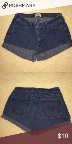 🎉BUNDLE 15% OFF High-rise denim cutoff shorts super flattering denim cut offs. NOT LEVIS stretchy-ish material fits to your bod perfectly. must-have staple for your summer wardrobe, these shorts are very versatile and go with all kinds of outfits ((cut by yours truly from old pair of old navy jeans 😊)) Levi's Shorts Jean Shorts