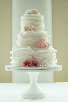 Round Wedding Cakes - edging in an ombre pink as well as the sugar roses. Beautiful Wedding Cakes, Gorgeous Cakes, Pretty Cakes, Amazing Cakes, Romantic Wedding Cakes, Whimsical Wedding Cakes, Strawberry Cream Cakes, Round Wedding Cakes, Cupcake Wedding Dresses