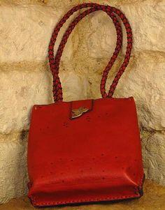 Dove Leather Bag – Noor Design  Noor Design in Köln verkauft einzigartige handgefertigte Produkte - Taschen aus hochwertig verarbeitetem Leder, Schmuck, Accessoires und Lampen aus Messing und versilbertem Messing - die in Kairo angefertigt werden. www.noor-design.me