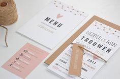 Prachtige trendy trouwkaart met lampjesslinger en leuke extra kaartjes en labels voor je gasten. Pas zelf kleuren aan.