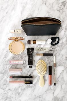 What's In My Makeup Bag. A look at the small makeup bag from the Cuyana Travel Case Set Duo and what beauty essentials fit inside! Whats In My Makeup Bag, Small Makeup Bag, Mini Makeup, Cute Makeup Bags, Star Makeup, Beauty Essentials, Makeup Bag Essentials, School Bag Essentials, Travel Essentials