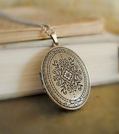 67388ba6a7ba I would love to have a locket just like this.