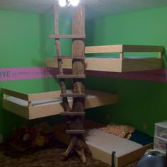 I not only love these triple bunk beds, I love the wall border, too!
