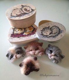 Стол завален брошками, коробками, красками Успеть бы! #котоброшь #котоброшьизшерсти #котята #брошкиручнойработы #брошь #валяниеизшерсти #handmade #brooch #cats #catsofinstagram #needlework #needlefelting #woolbrooch Knitted Animals, Felt Animals, Cute Baby Animals, Needle Felted Cat, Needle Felted Animals, Felt Crafts Dolls, Needle Felting Tutorials, Felt Cat, Felt Brooch