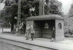 1966. A 25-ös villamos megállója az Ajtósi Dürer sor és a Május 1. út (Hermina út) sarkán. Budapest, Gazebo, Arch, Outdoor Structures, Retro, Beautiful, Hungary, Kiosk, Longbow