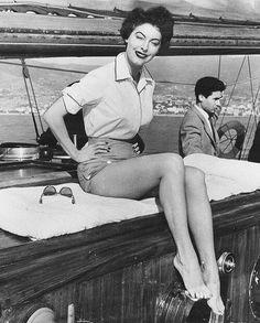 """Ava Gardner on the set The Barefoot Contessa "" Old Hollywood Stars, Hollywood Icons, Golden Age Of Hollywood, Hollywood Actresses, Classic Hollywood, Ava Gardner, Jean Harlow, Rita Hayworth, Marilyn Monroe"