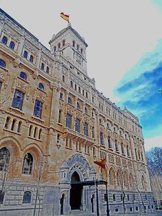 Cuartel General de la Armada . Fachada a la calle Montalban.. Fue diseñado en 1925 por Jesus Espelius y Francisco Javier de Luque