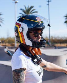 Retro Motorcycle Helmets, Retro Helmet, Enduro Motorcycle, Vintage Helmet, Riding Helmets, Bmx Helmets, Women Motorcycle, Lady Biker, Biker Girl