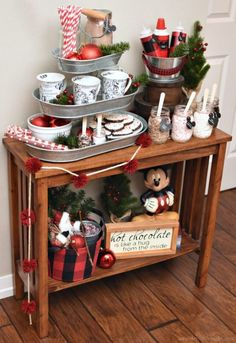 If you're entertaining for the holidays, a cocoa or coffee bar is always a hit. Here are 25 of the best farmhouse hot cocoa bars to warm up your party! Choclate Bar, Hot Chocolate Bars, Coffee Bars In Kitchen, Coffee Bar Home, Cocoa Tea, Hot Cocoa Bar, Christmas Hot Chocolate, Christmas Coffee, Mickey Christmas