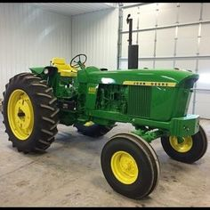 Need help to fix your John Deere? This is the complete service and repair manual for the John Deere 4000 and 4020 tractor. Antique Tractors, Vintage Tractors, Vintage Farm, Old John Deere Tractors, Jd Tractors, John Deere Equipment, Heavy Equipment, Diesel, Tractor Pictures
