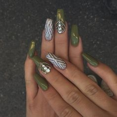 Best Nail Trends for Cute Fall Manicure Beautiful Matte Olive Green Fall Nails with Accent Gold Glitter Nail Design!Beautiful Matte Olive Green Fall Nails with Accent Gold Glitter Nail Design! Fall Gel Nails, Fall Manicure, Fun Nails, Green Nail Designs, Fall Nail Designs, Acrylic Nail Designs, Art Designs, Design Ideas, Gold Glitter Nails