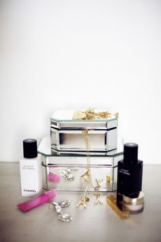 Mirrored jewelry boxes. But used for makeup in the bathroom. // Hawaiian Coconut