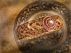 Gold bangles of south India Indian Jewellery Design, Indian Jewelry, Jewelry Design, Latest Jewellery, Ethnic Jewelry, Or Antique, Antique Jewelry, Ancient Jewelry, Bridal Jewelry