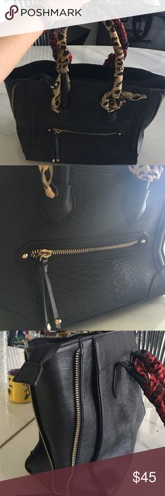 Authentic ALDO tote bag Black authentic ALDO hanbag. (Scarves sold separately) Aldo Bags Totes