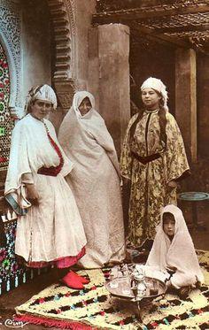 Jewish women, 1920s Morocco.