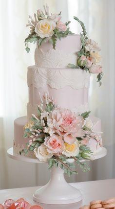 Cake by The Mischief Maker #taubmans #mischiefmakercakes #themischiefmaker