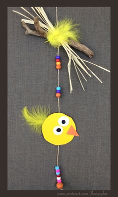 Guirlande poussin pour Pâques bricolée avec les enfants http://pinterest.com/fleurysylvie/mes-creas-pour-les-kids/