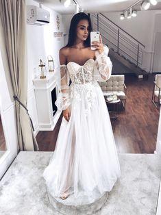 #TSFLORENCE TOM SEBASTIEN wedding dress BRENDA New Collection Short Lace Wedding Dress, Wedding Dress Sleeves, Wedding Gowns, Bridal Collection, Bridal Dresses, Ball Gowns, Official Dresses, Formal Dresses, Florence