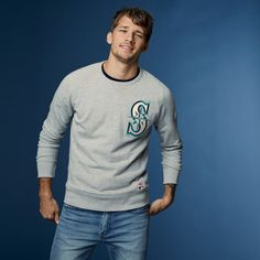 Game changer. Upgrade your baseball fan gear with layers you'll want to wear to the ballpark and beyond, like this Seattle Mariners grey crewneck sweatshirt with vintage patch details.