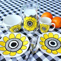 These DIY Vintage Marimekko Dishes are perfect to make for homemade Mother's Day gifts from found thrift store dishes.